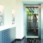 Лифт гостиничного комплекса